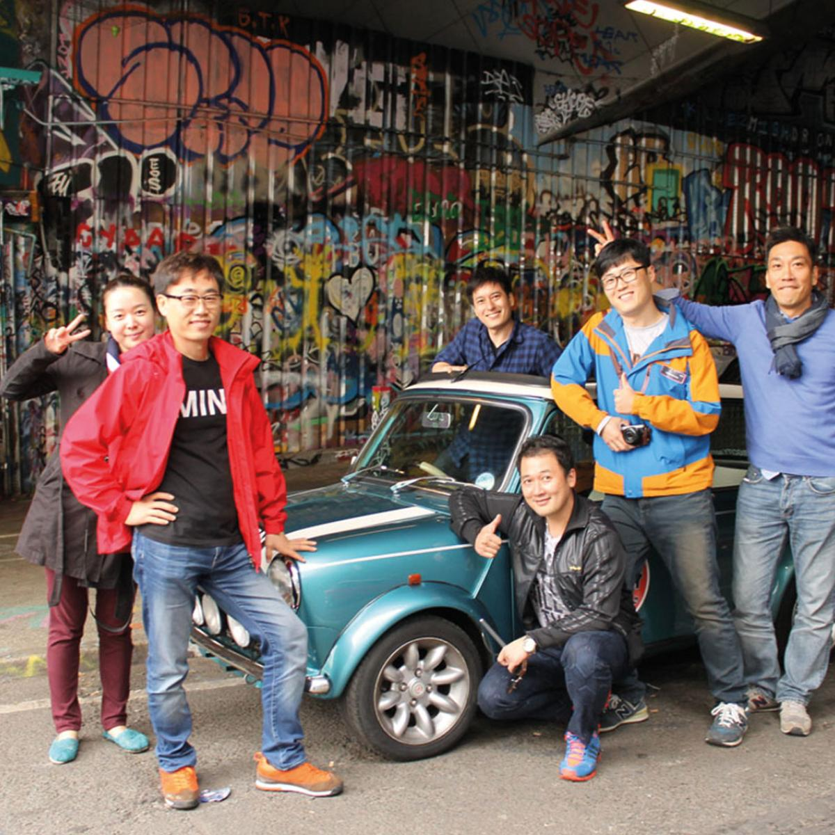 Group Picture in London with a MINI